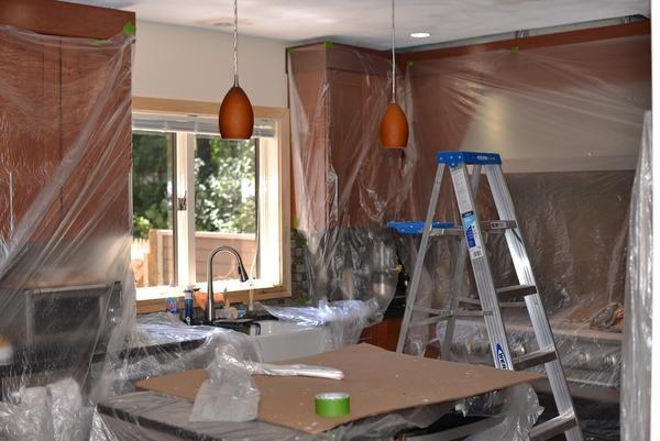 Binnenshuis schilderwerk in de keuken