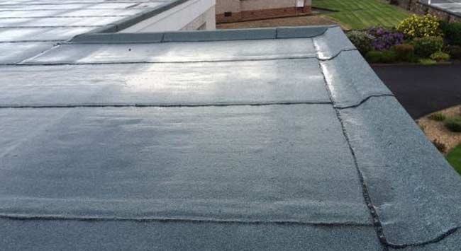 Je platte dak (laten) onderhouden