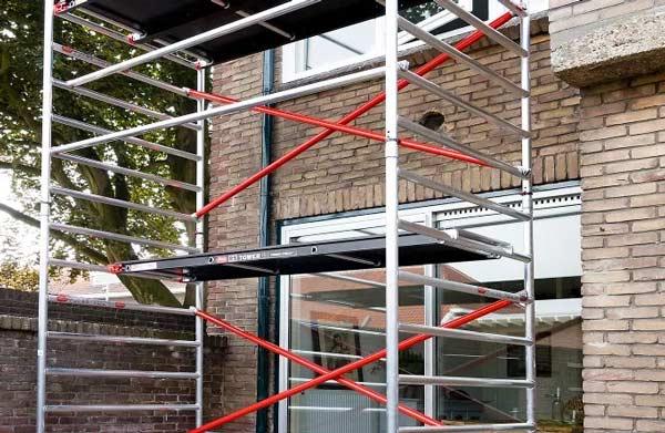 Steiger opbouwen voor buitenschilderwerk